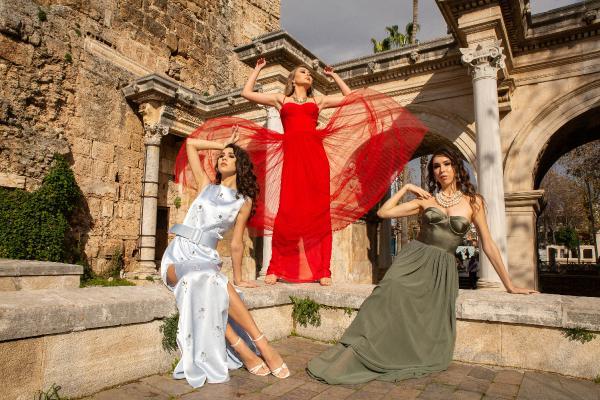 Modacı Najafpour: Antalya, koleksiyonuma uğurlu geldi