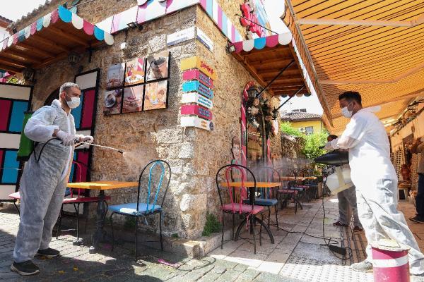 Muratpaşa, kafe ve restoranları dezenfekte etti