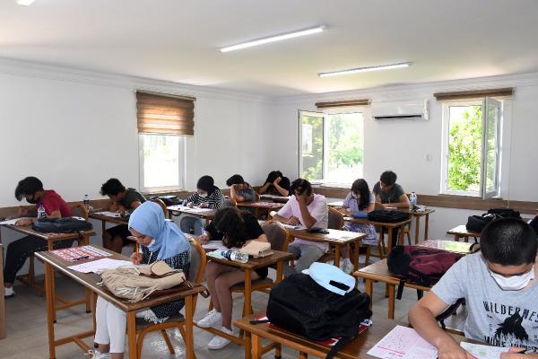 Öğrencilere deneme sınavı