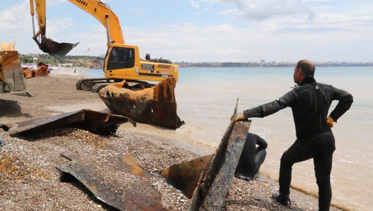 (Özel) Dünyaca ünlü plajdaki 83 yıllık batık gemi karaya çıkarıldı