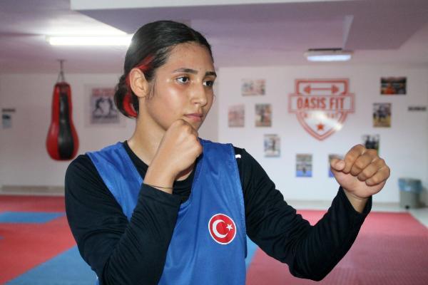 (ÖZEL) Liseli boksör Zübeyde, Türkiye'yi temsil edecek