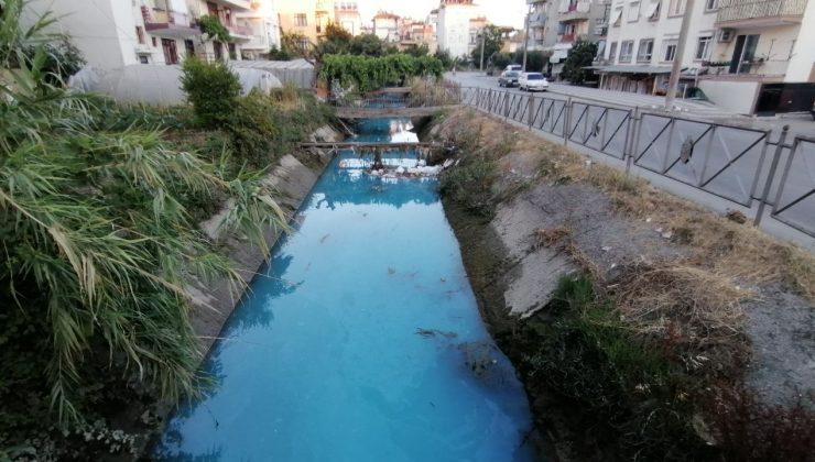 (ÖZEL) Sulama kanalının rengi maviye döndü, vatandaşlardan ihbar yağdı