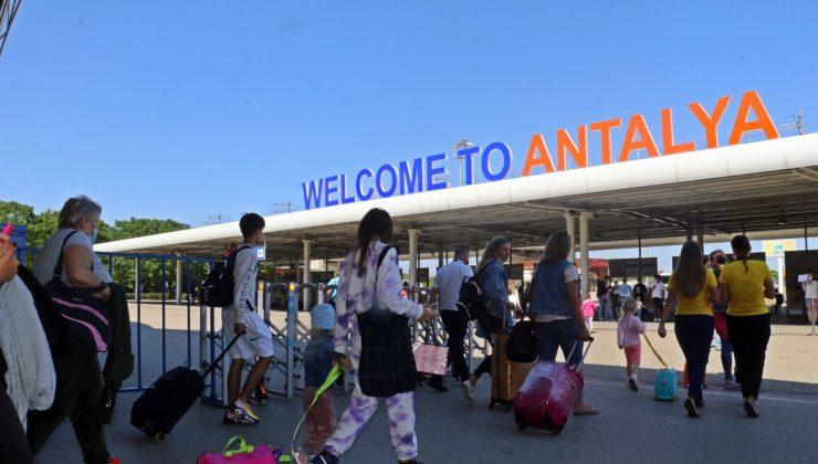 (ÖZEL) Vaka sayılarının düşmesiyle birlikte Antalya'ya günlük gelen uçak sayısı ikiye katlandı