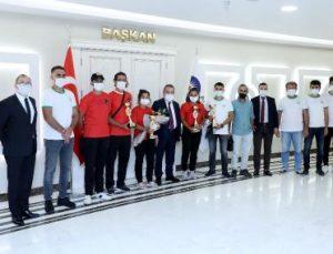 Raftingcilerden Başkan Böcek'e ziyaret