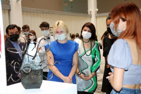 Rektör Özkan, pandemide yapılan heykeller sergisini açtı
