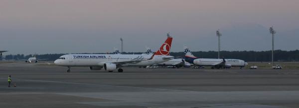 Rusya'dan turist taşıyan ilk uçak Antalya'da