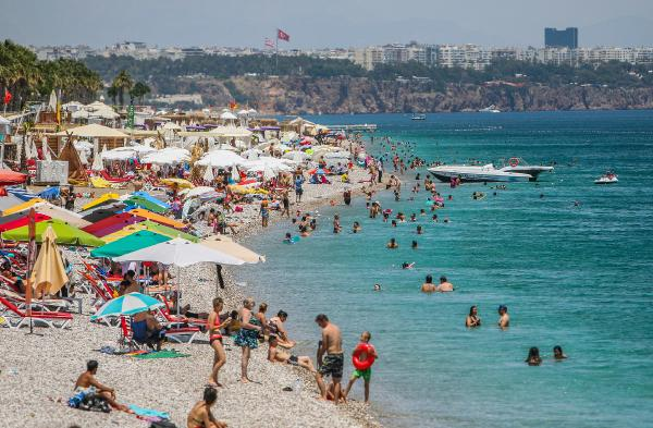 Son kısıtlama öncesi tatilciler sahile akın etti/ Ek fotoğraflar