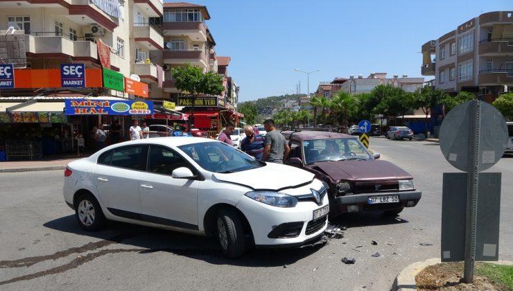 Sürücünün kararsızlığı kazaya sebep oldu: 1 yaralı