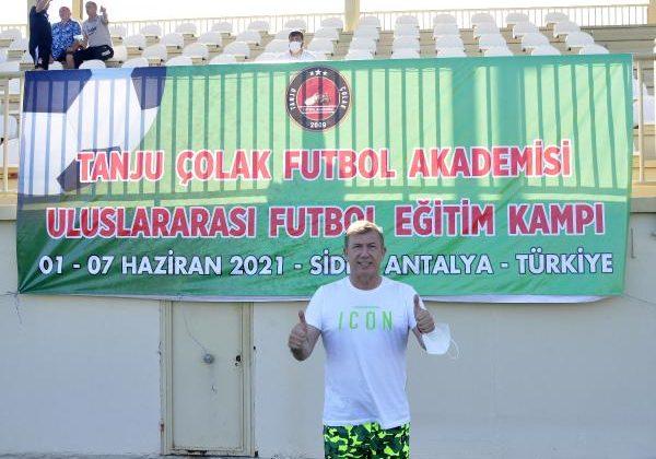 Tanju Çolak: Avrupa'daki Türk futbolcu kardeşlerimize sahip çıkmak istiyoruz