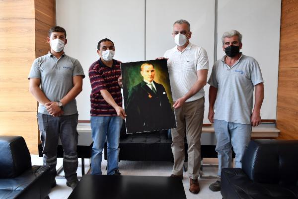 Temizlik işçilerinin 'Atatürk' duyarlılığı
