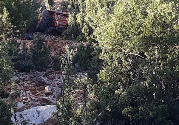Traktör uçurumdan yuvarlandı: 2 yaralı