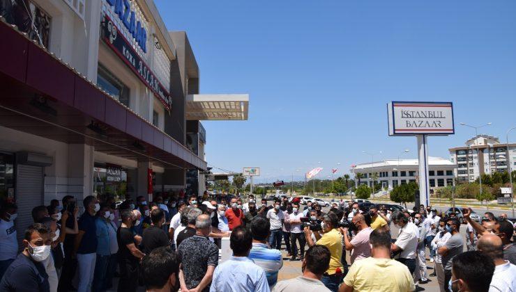 Turizm bölgesi Kundu'da toplanan esnaf, yeni saat ayarlaması istedi