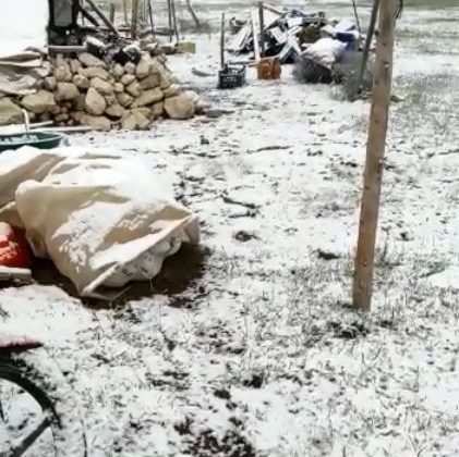 Turizm merkezi Kaş'ta yağan kar şaşkınlığı