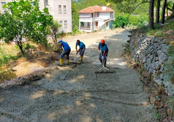 Türktaş ve Dim Uzunöz'de beton yol çalışması