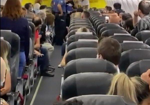 Uçakta 'taciz' ve 'iftira' iddiası