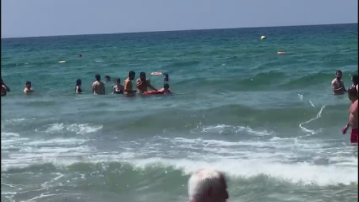 Ünlü plajda panik anları kamerada… Bir saat içinde boğulma tehlikesi geçiren 3 kişi kurtarıldı