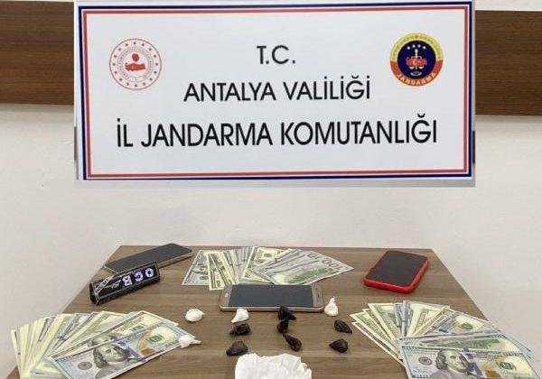 Uyuşturucu satıcılarını jandarma yakaladı