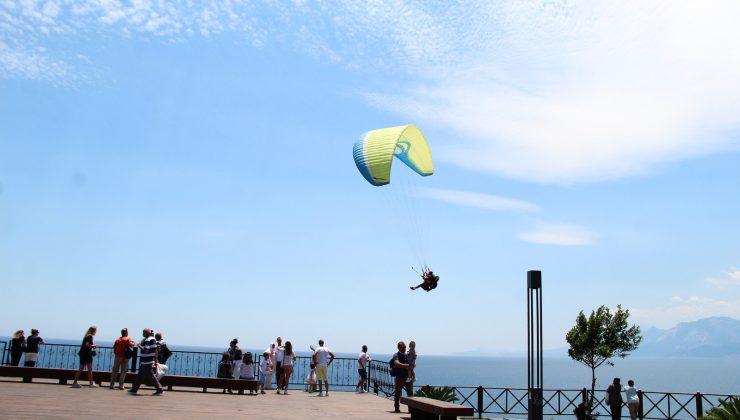Yamaç paraşütçüleri, yaşanan kaza ve yasağa rağmen uçmaya ara vermiyor