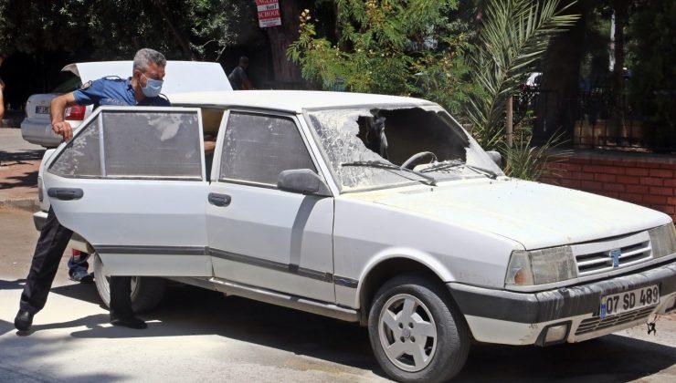 Yanarken kornası takılı kalan otomobil, sesi duyan mahalleli tarafından söndürüldü