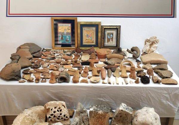 Yurt dışına kaçırılmak istenen 272 parça tarihi eser ele geçirildi
