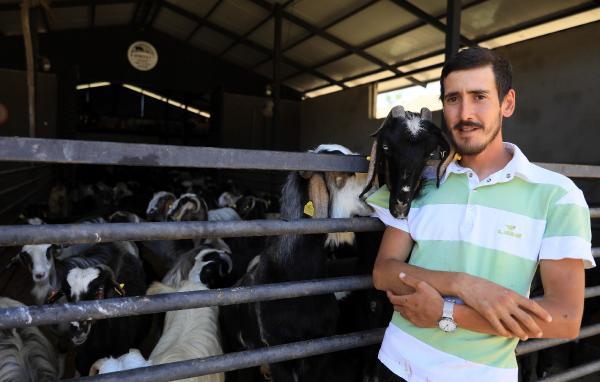 20 keçiyle kurduğu çiftlikte siparişlere yetişemiyor