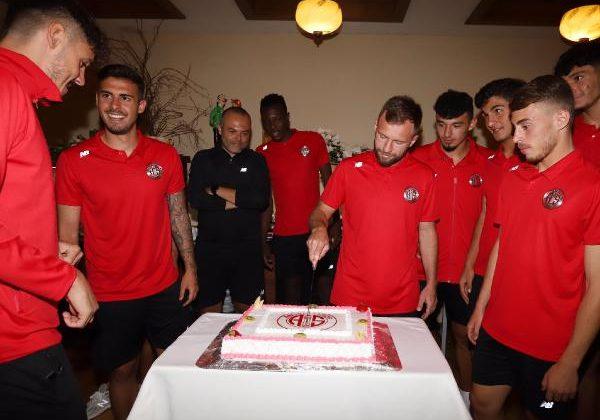 55'inci yaşa pastalı kutlama