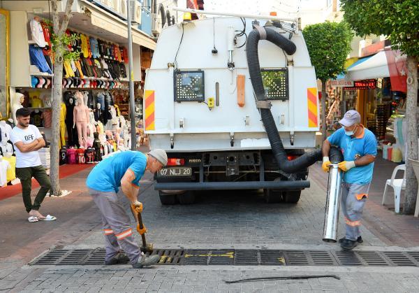 Alanya Belediyesi'nden mazgal temizliği