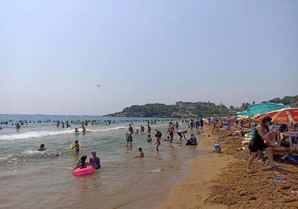 Alanya'da plajlar ve otoparklar da doldu
