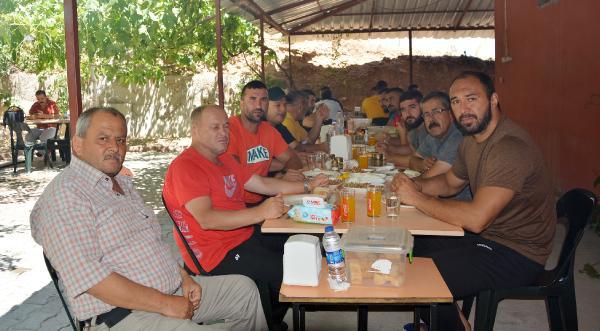 Ali Gürbüz onuruna yemek