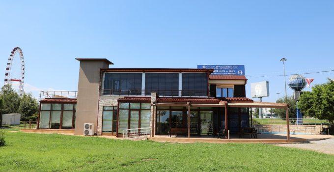 Alzheimer hastalarının buluşma yeri Mavi Ev yeniden hizmete açıldı