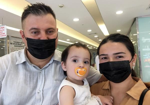 Anne ve babasının vazgeçmediği Asena bebek, yaşama tutunmayı başardı