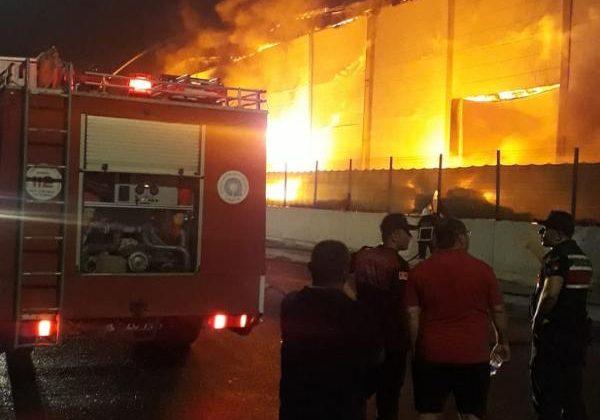 Antalya OSB'de plastik fabrikasında yangın