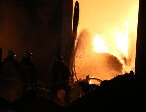 Antalya'da plastik fabrikasındaki yangın kontrol altına alındı