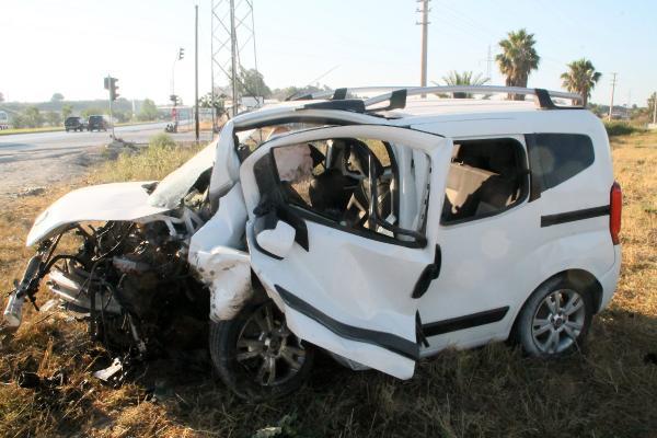 Antalya'da takla atan aracın sürücüsü öldü, eşi ve 2 çocuğu yaralı