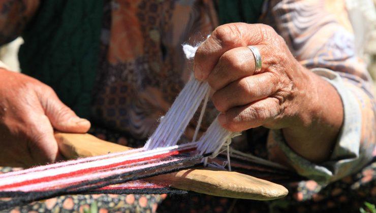 Antalya'da Yörükler kolan dokuma ve kirmen eğirme kültürünü yaşatıyor