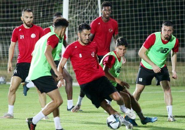 Antalyaspor'da 9 futbolcu gitti, 10 futbolcu geldi