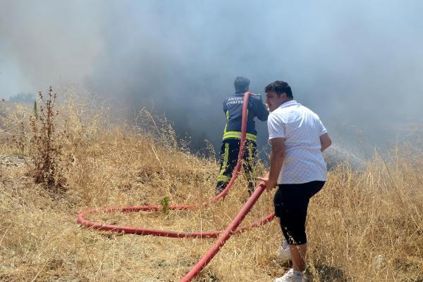 Arızalanan kamyon nedeniyle çıkan yangında 8 dönüm makilik yandı