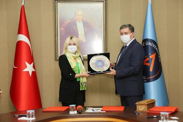 AÜ ile Özbekiskan üniversiteleri arasında işbirliği protokolü