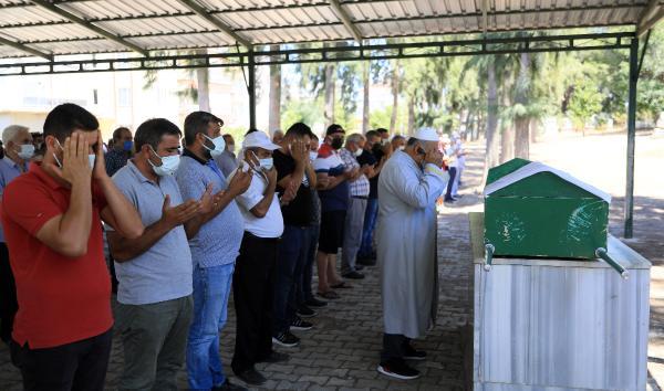 Babası, derede bulunan Ecrin'in cenazesini gözyaşlarıyla teslim aldı (2)