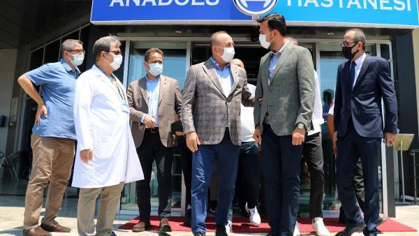 Bakan Çavuşoğlu, Alanyasporlu Babacar'ı ziyaret etti