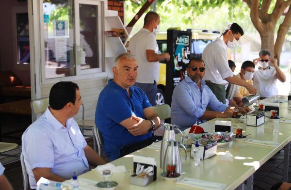 Bakan Ersoy'dan taksicilere bayram ziyareti