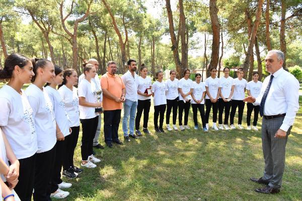 Başkan Esen, Türkiye şampiyonu hentbolcularla buluştu
