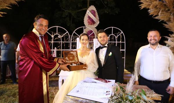 Başkan özel kalem müdürünün nikahını kıydı