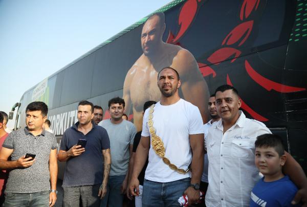 Başpehlivan Gürbüz'e, Antalya'da coşkulu karşılama