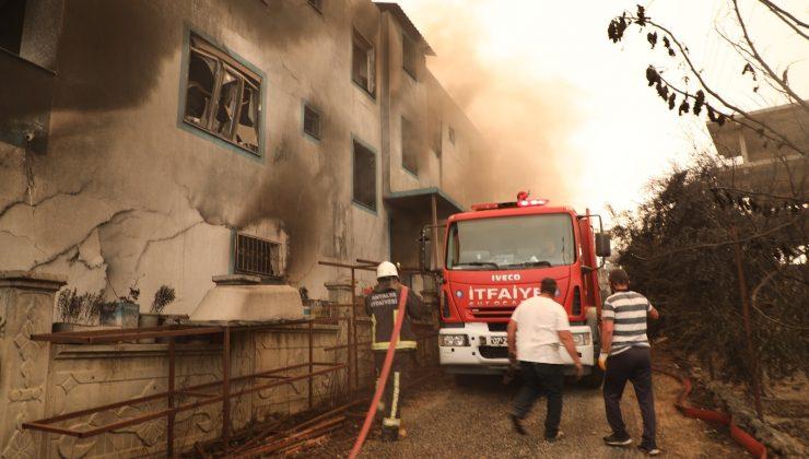 Büyükşehir 253 araç, bin 146 personel ile Manavgat'ta