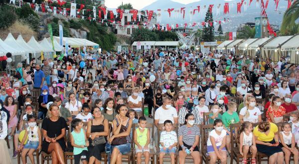 Çocuk Festivali bilgilendirmeye ve eğlendirmeye devam ediyor