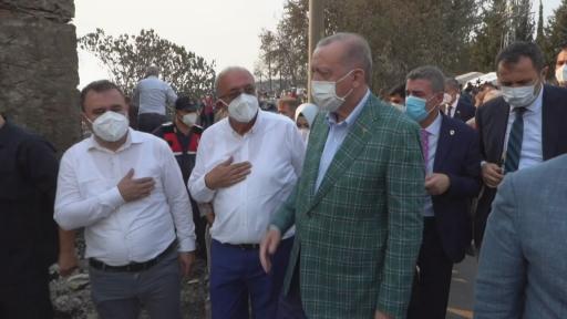 Cumhurbaşkanı Erdoğan, afet bölgesinde vatandaşları ziyaret etti