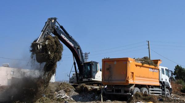 Demre'deki atıklar taşınıyor