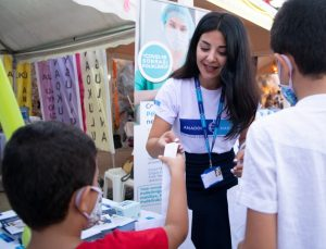 Doktorlar festivalde çocuklarla söyleşi yaptı