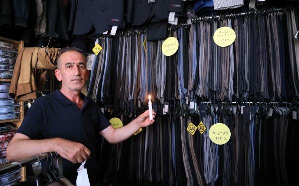 Esnaftan elektrik kesintisini mumlu protesto